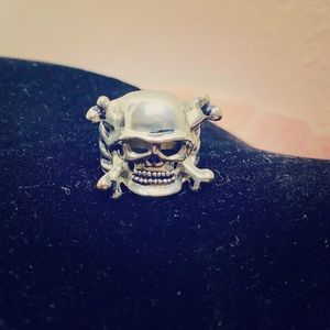 Skull and crossbones ring